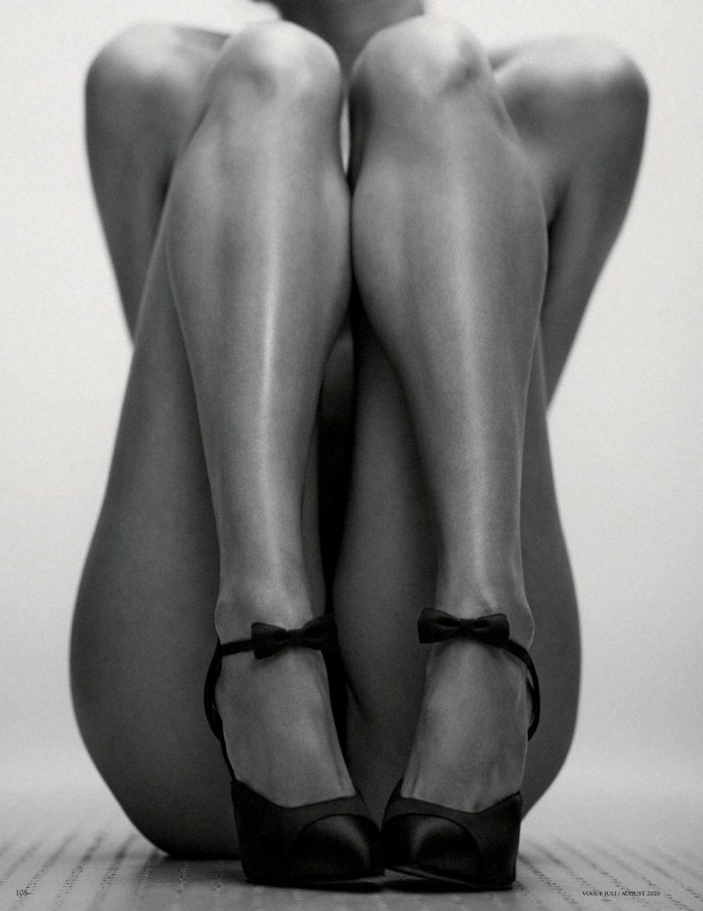 Alexandra Agoston Nude & Sexy (14 Photos)