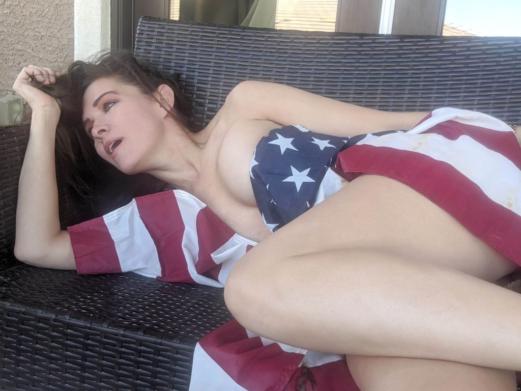 Alicia Arden Spends a Patriotic July 4th Weekend Fully Naked (31 Photos)