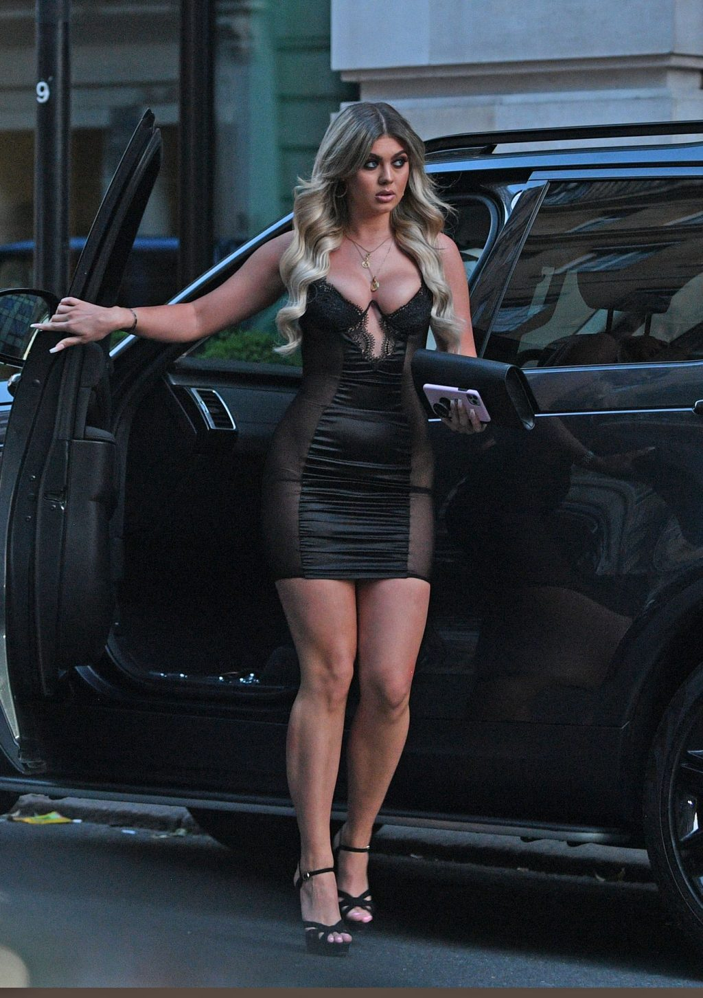 Belle Hassan Shows Off Her Sexy Legs in London (12 Photos)