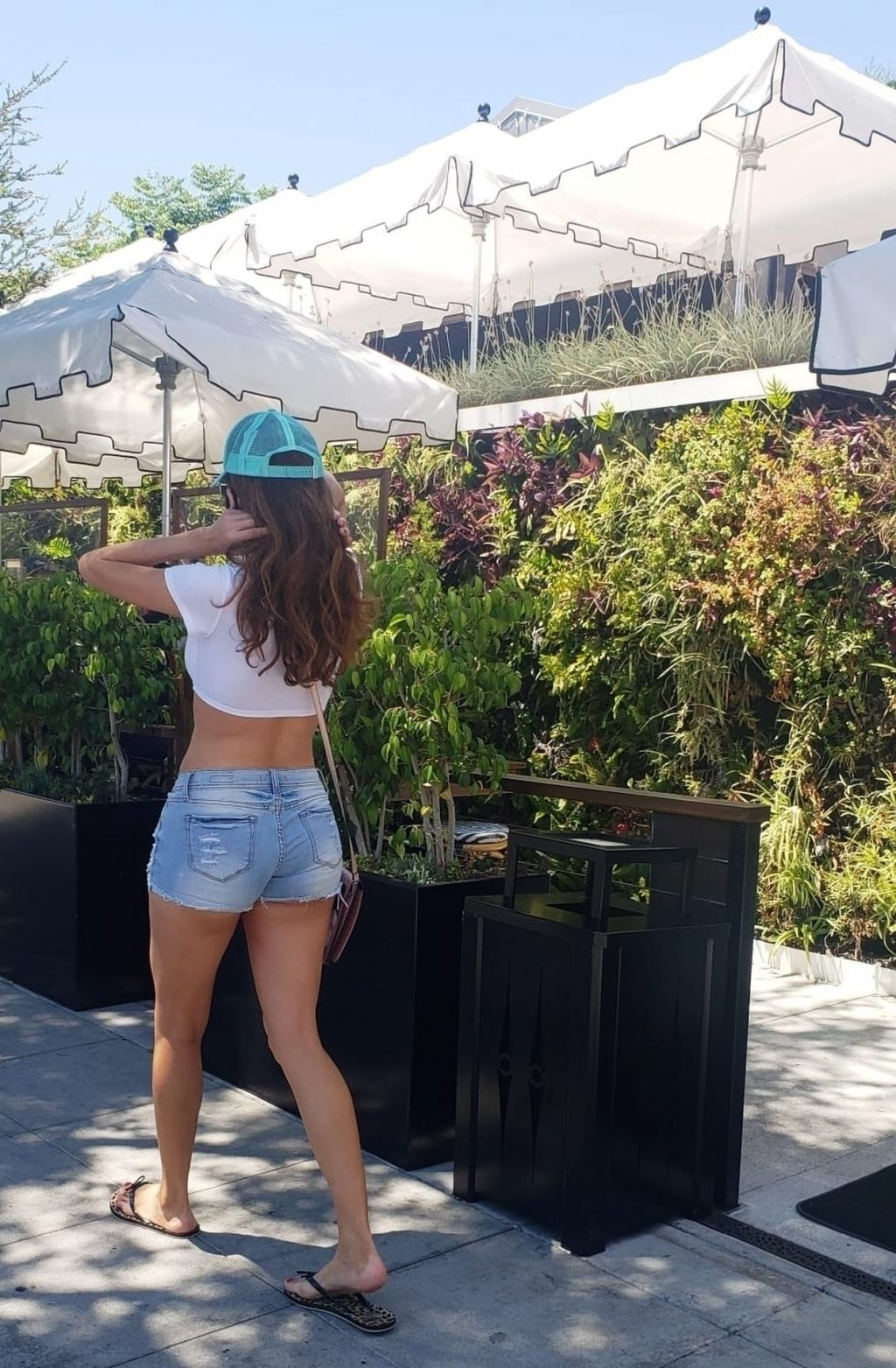 Sexy Blanca Blanco Enjoys Brunch in Malibu (13 Photos)