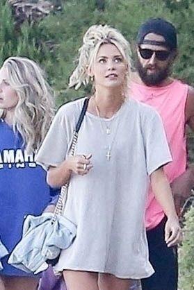 Brody Jenner Enjoys Her Days with Girls (26 Photos)