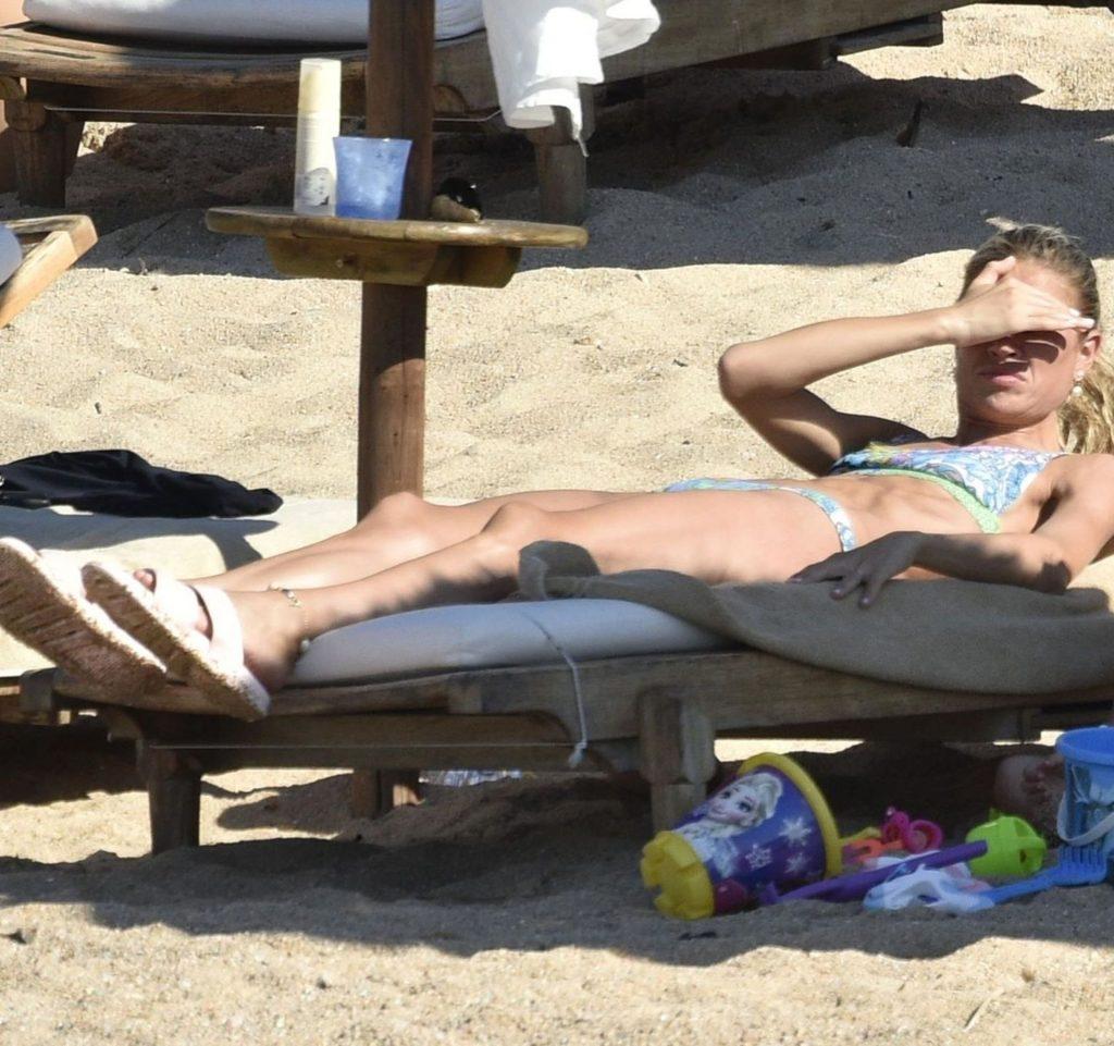 Carla Pereyra Enjoys a Day on the Beach with Diego Simeone in Porto Cervo (47 Photos)
