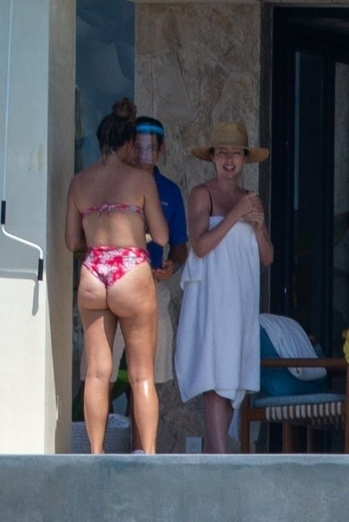 Chrissy Teigen Enjoy a Family Vacation in Cabo (26 Photos)