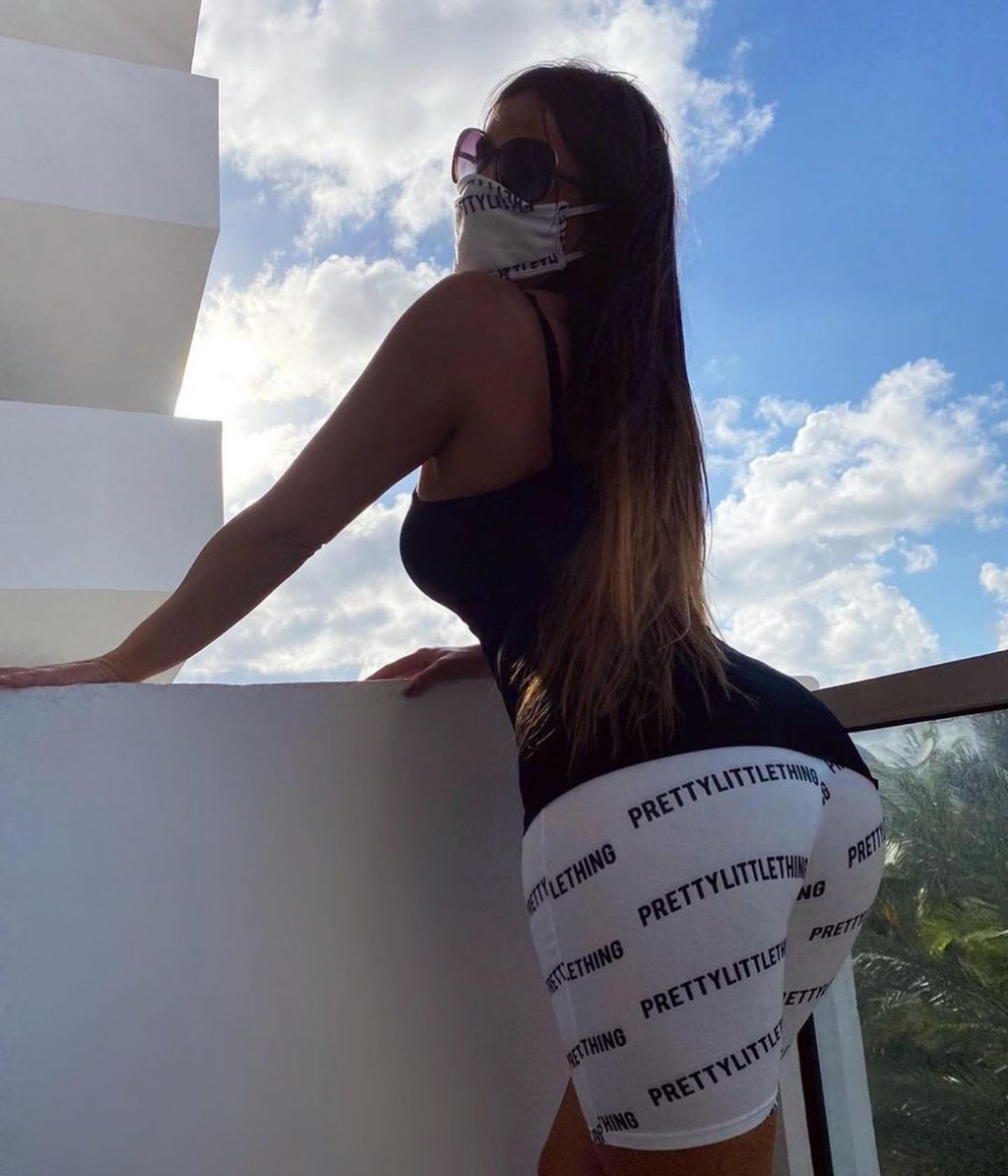 Claudia Romani Shows Off Her Sexy Butt at the St Regis (18 Photos)