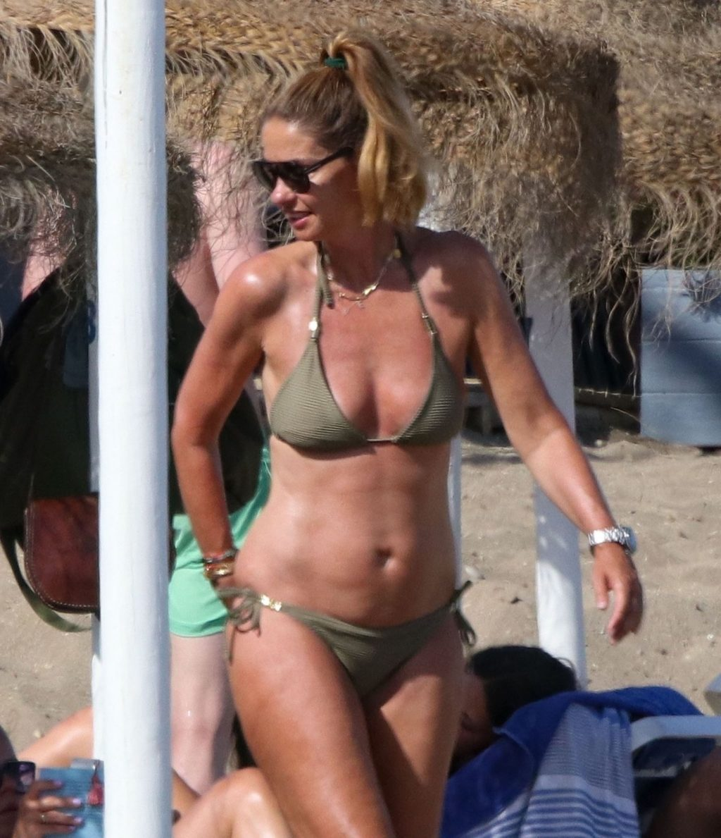 Dany Van Der Boom Spends Some Quality Time with Her Family in Marbella (10 Photos)