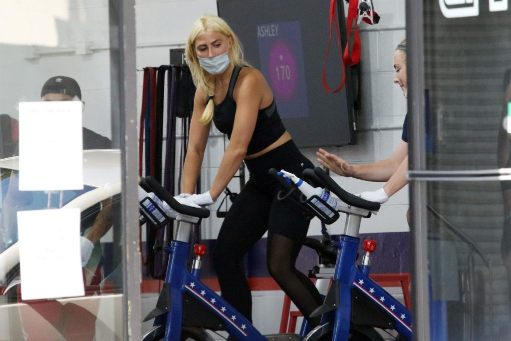Emma Slater Gets a Healthy Drink After Her Work Out at F45 (63 Photos)