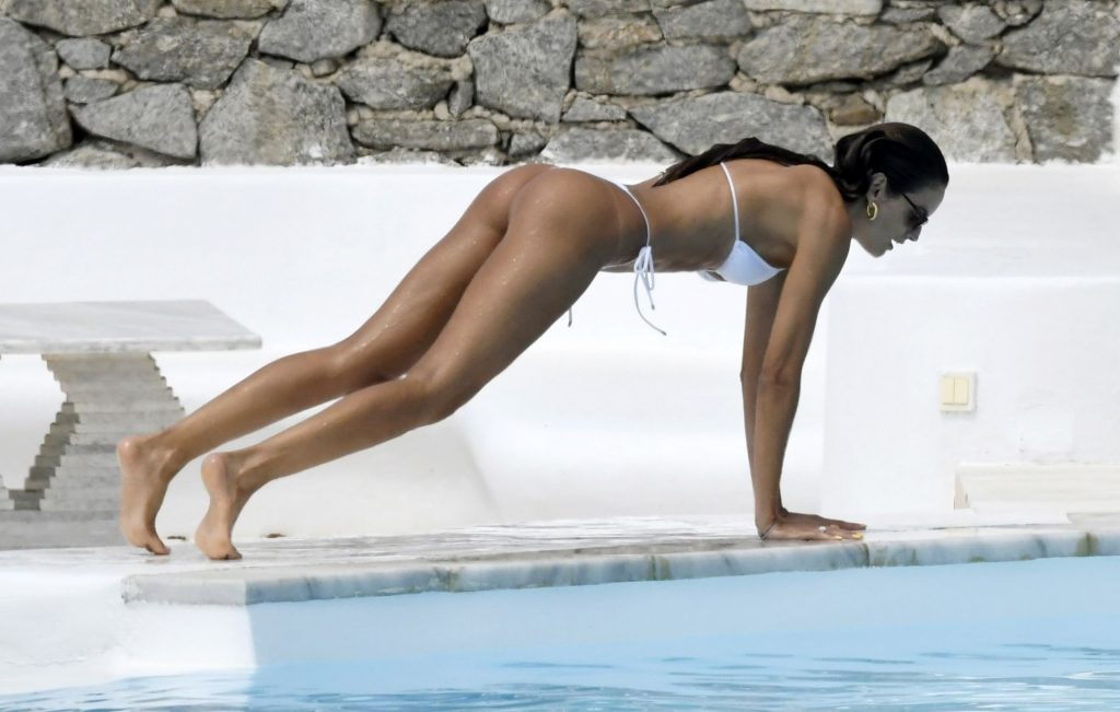 Izabel Goulart Shows Off Her Sexy Slim Body While Enjoying Her Time on the Beautiful Island of Mykonos (80 Photos)