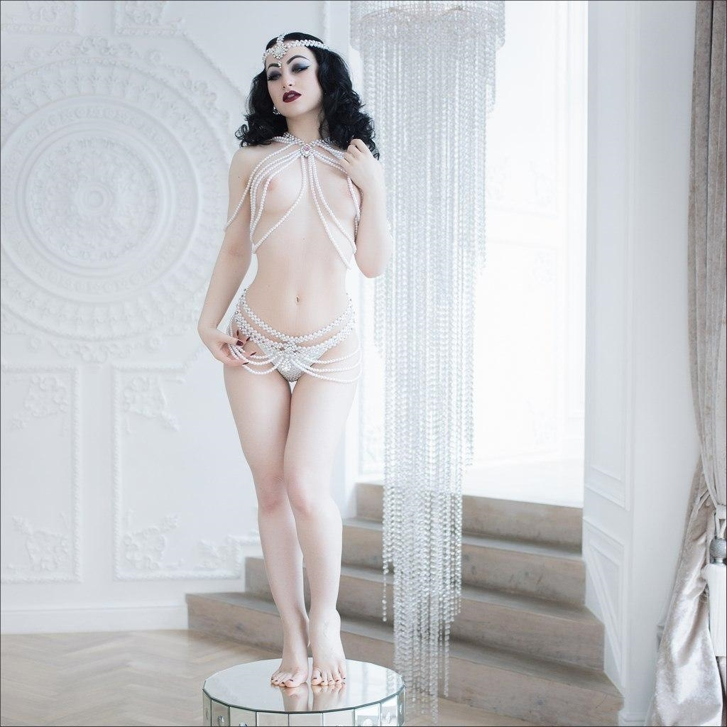 Katrin Gajndr Nude (6 Photos)