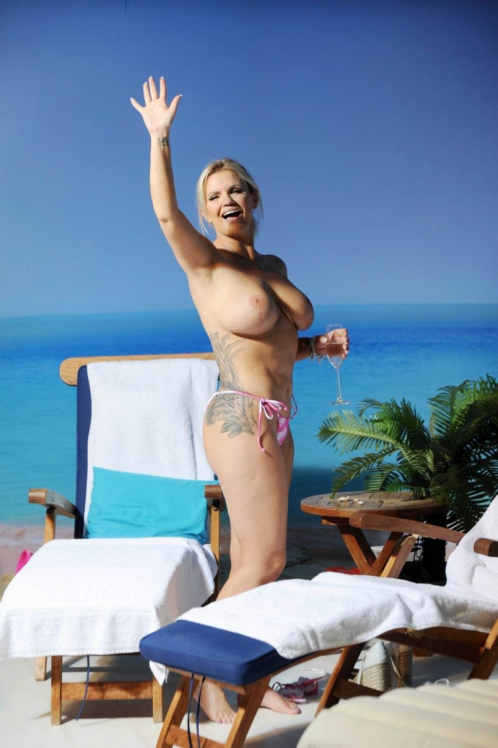 Kerry Katona Shows Off Hew Nude Tits in Dymchurch (55 Photos)