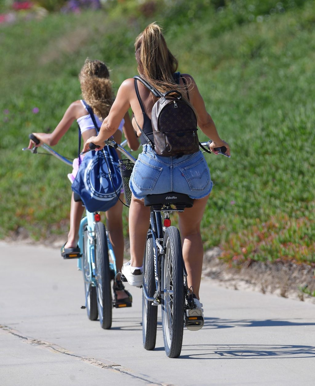 Larsa Pippen Puts On A Busty Display As She Rides Bikes In Manhattan Beach (14 Photos)