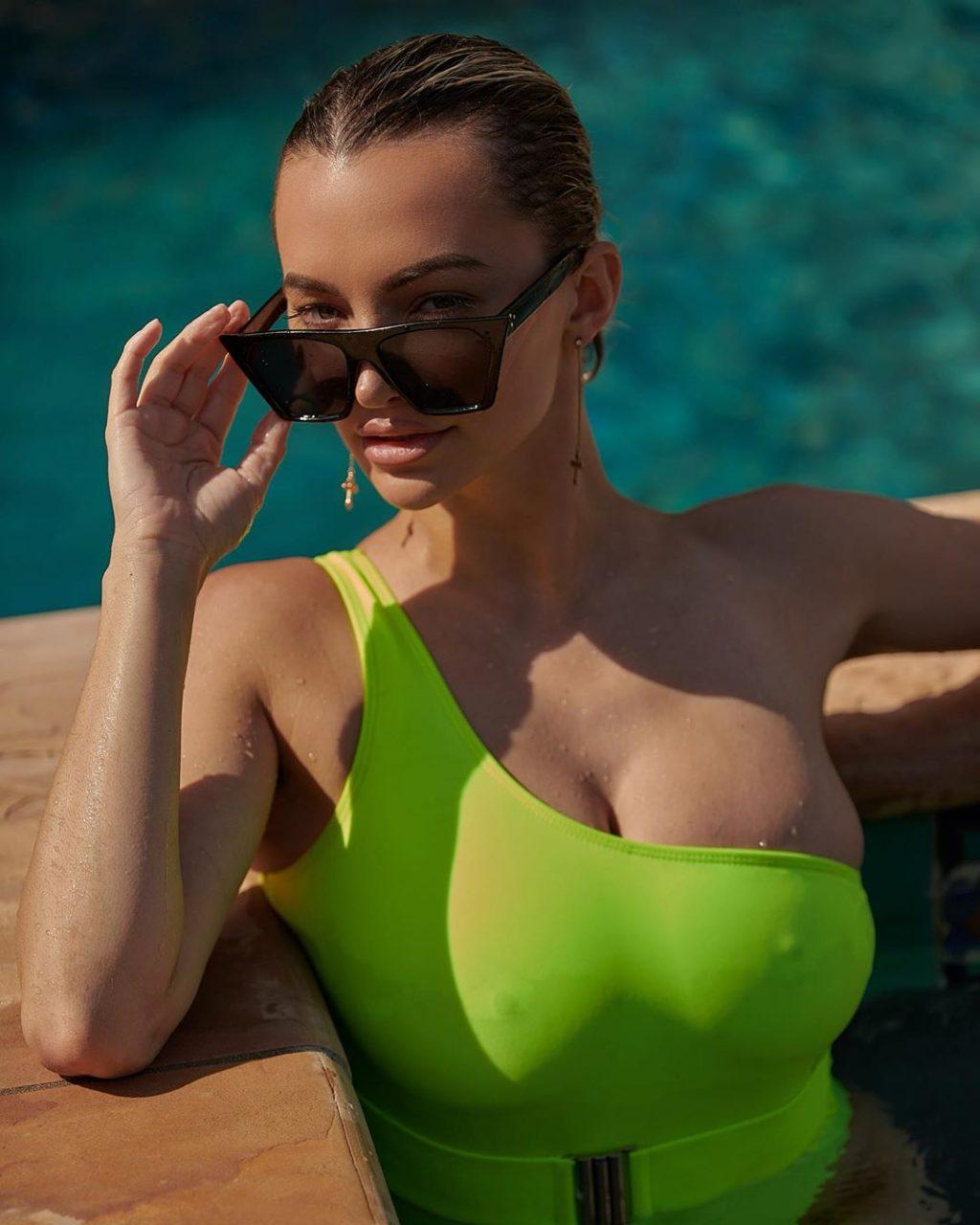 Lindsey Pelas Sexy (20 Photos)