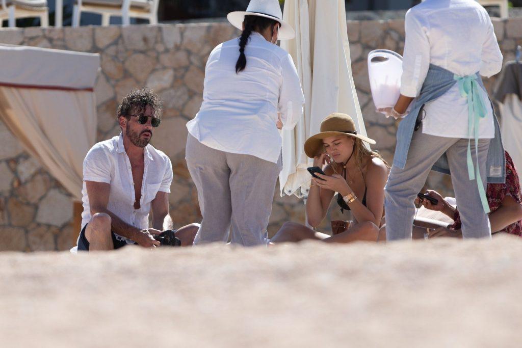 Megan Blake Irwin & Skeet Ulrich Enjoy a Romantic Getaway in Mexico (39 Photos)