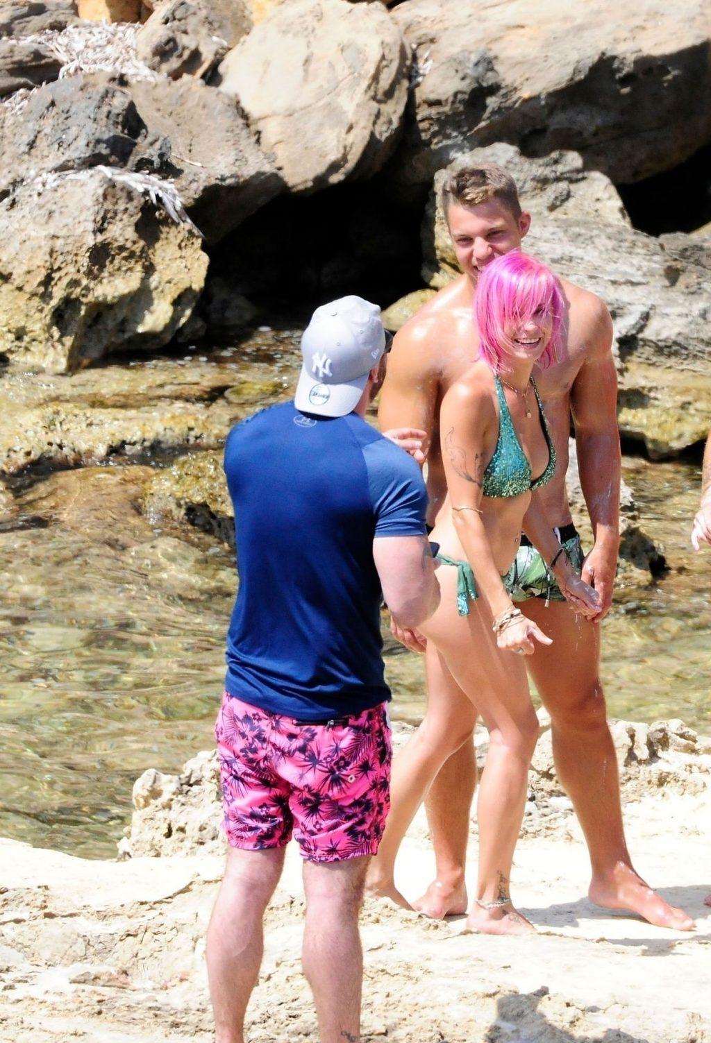 Topless Mia Julia Brückner Enjoy a Day on the Beach in Palma (44 Photos)