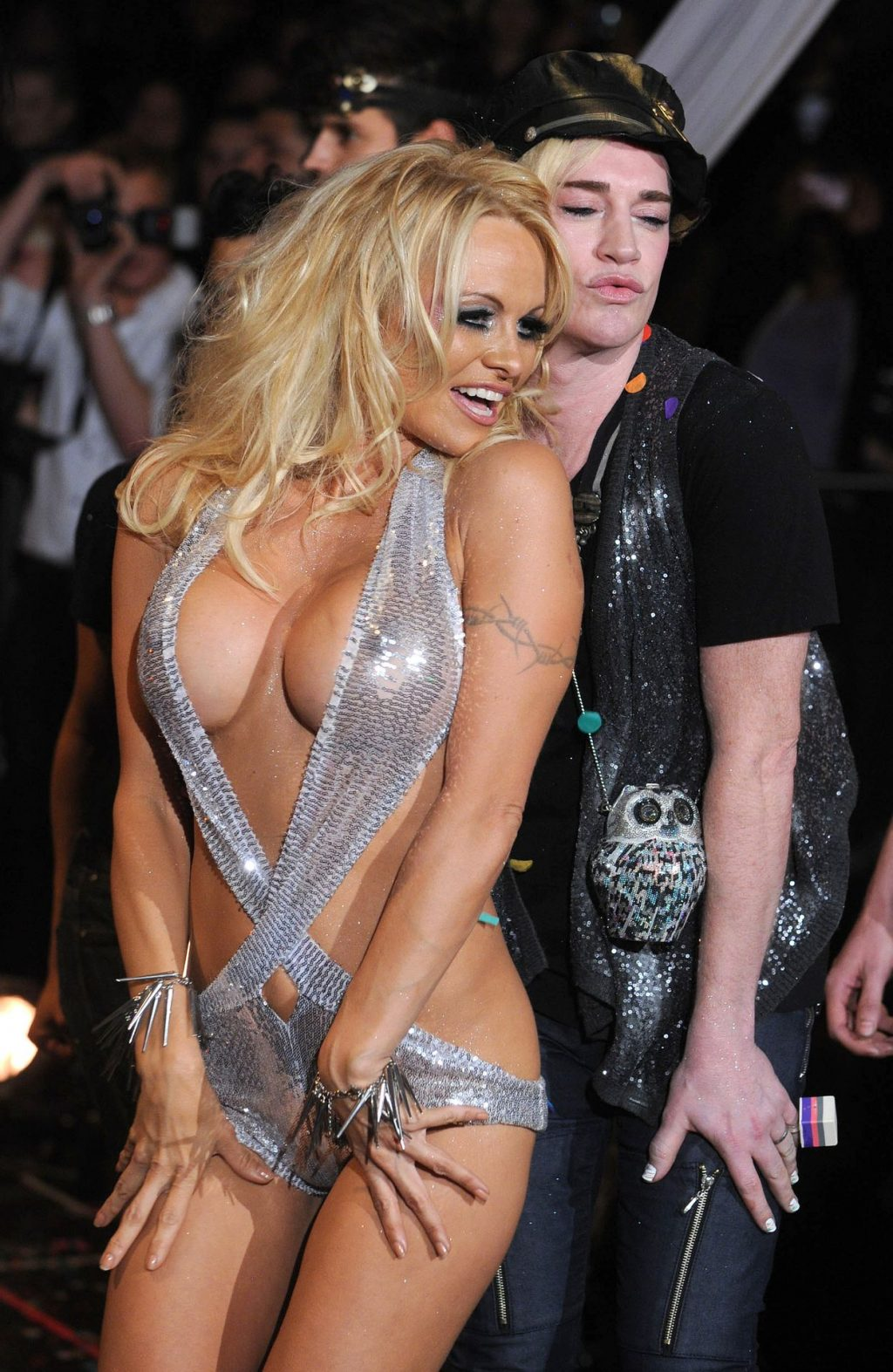 Pamela Anderson Shows Off Her Nude Tits in NYC (7 Photos)