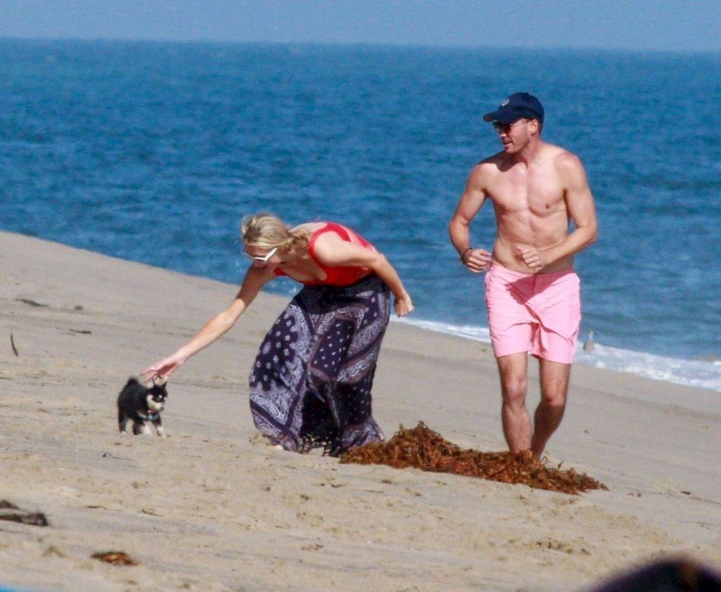 Paris Hilton & Carter Reum Enjoy a Beach Day with Friends (51 Photos)
