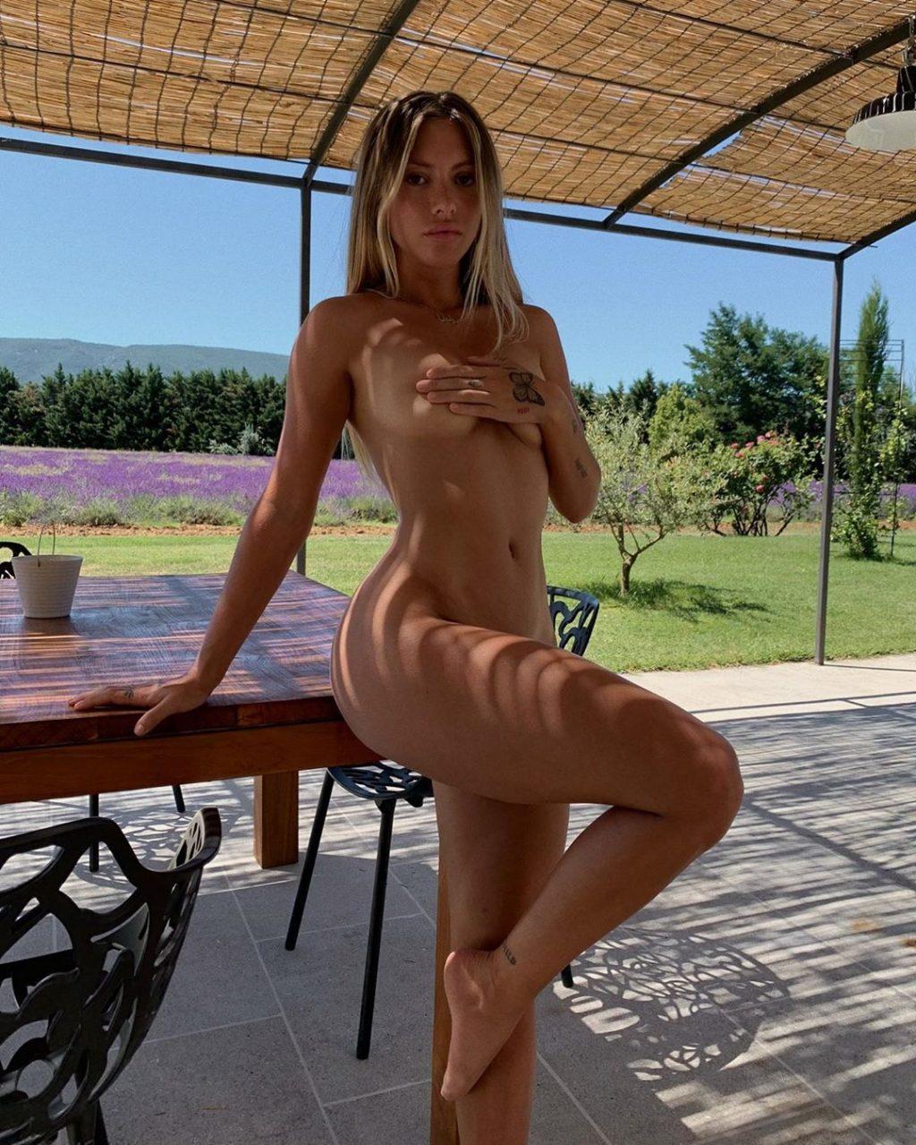 Pauline Tantot Sexy (3 Photos)