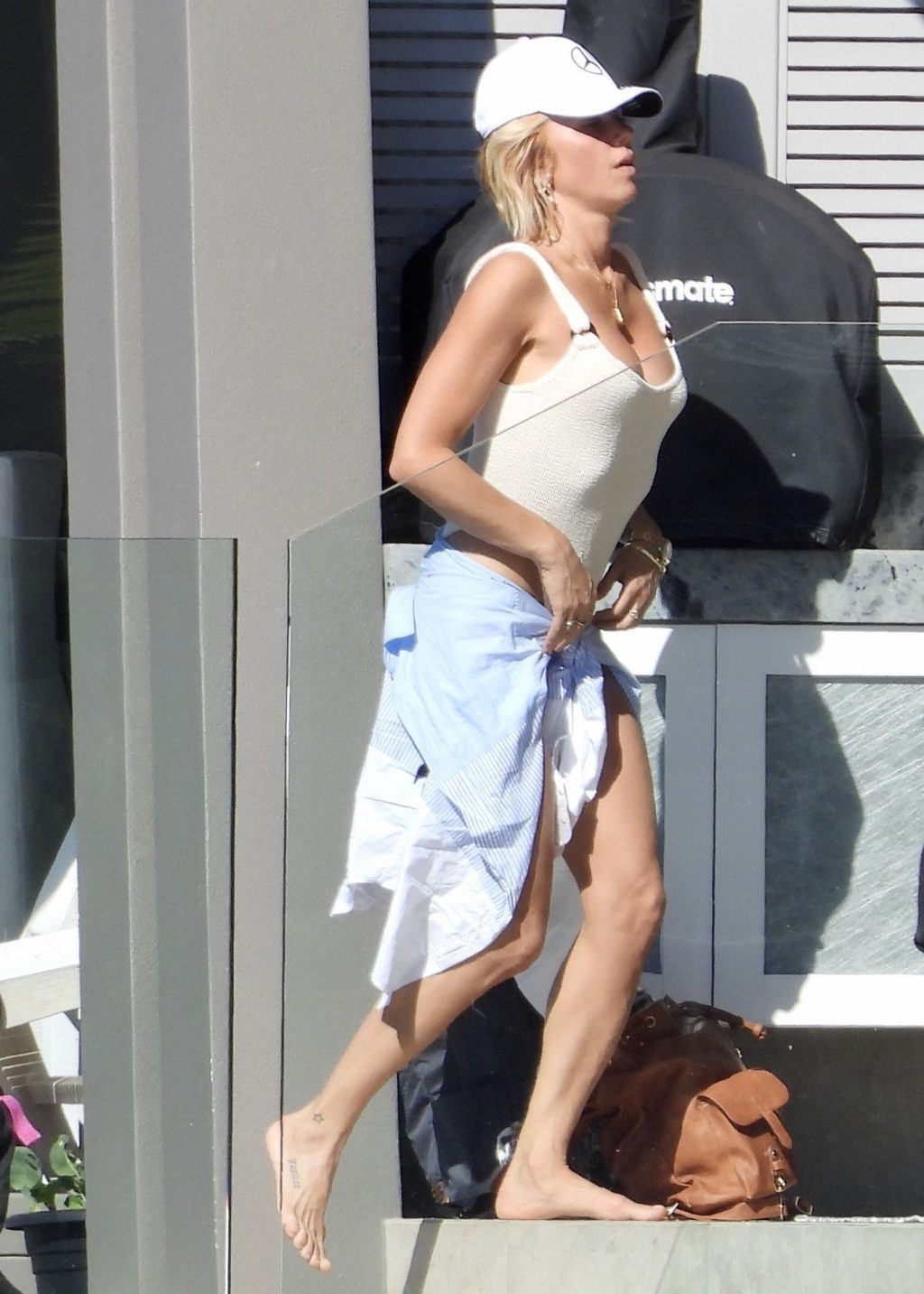 Pip Edwards & Michael Clarke Spend the Day in Noosa (23 Photos)