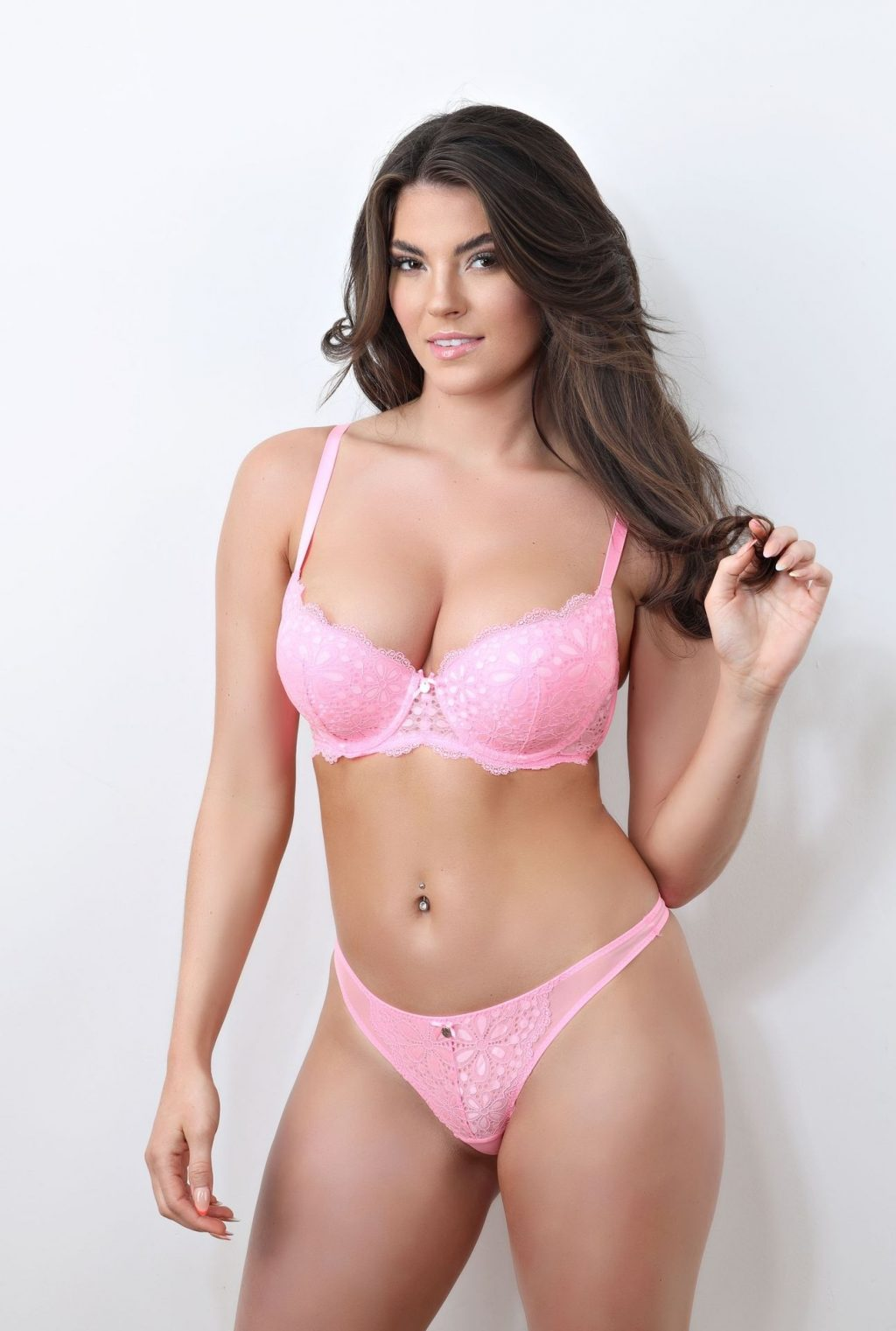 Rebecca Gormley is Seen on Her Sexy Photoshoot (10 Photos)