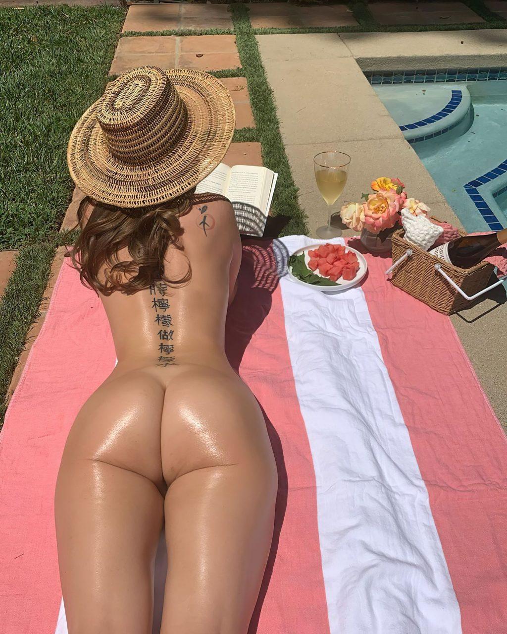 Riley Reid Nude & Sexy (2 Photos)
