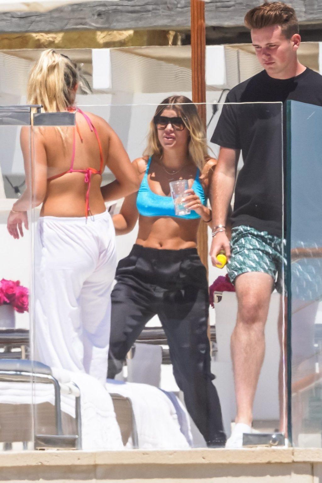 Sofia Richie Enjoys the Sunny Warm Weather with Friends in Malibu (43 Photos)