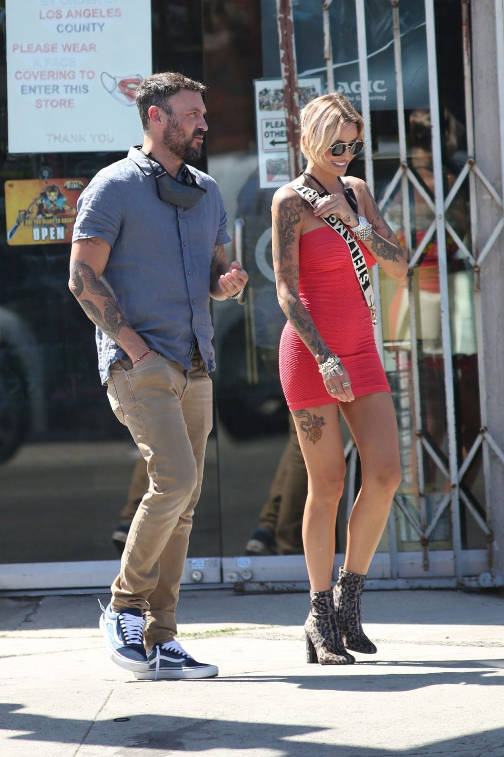 Brian Austin Green & Tina Louise Pack On The PDA On Melrose (64 Photos)