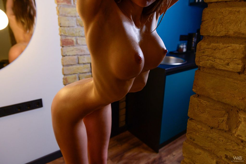 Vivien Midi Nude (12 Photos)