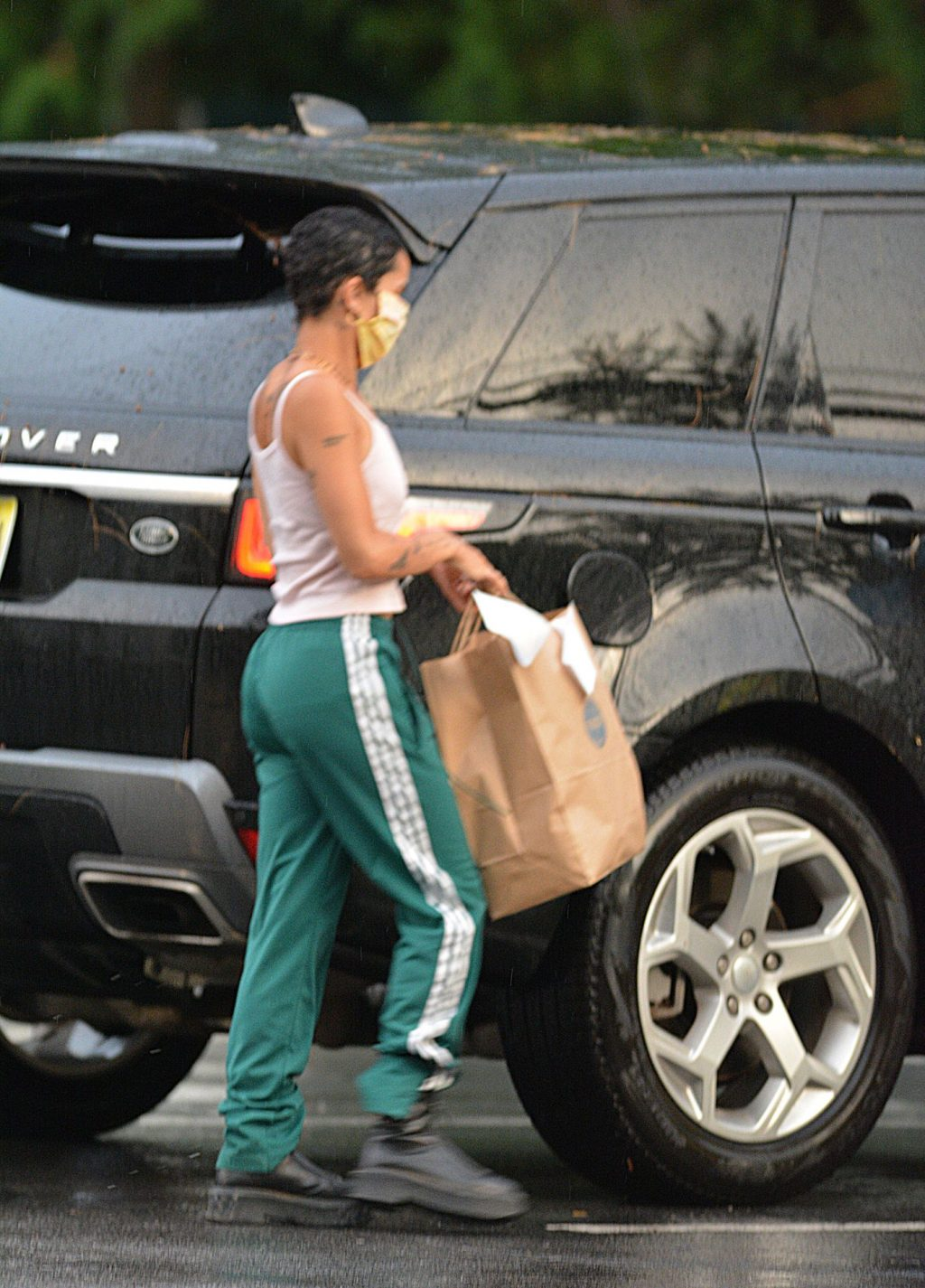 Zoe Kravitz Picks Up Take Out Food in New York (9 Photos)