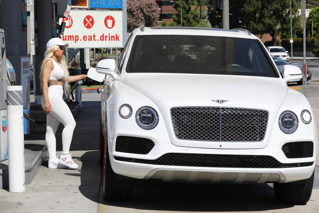 Blac Chyna Rocks an All-white Look While out Pumping Her Own Gas (51 Photos)