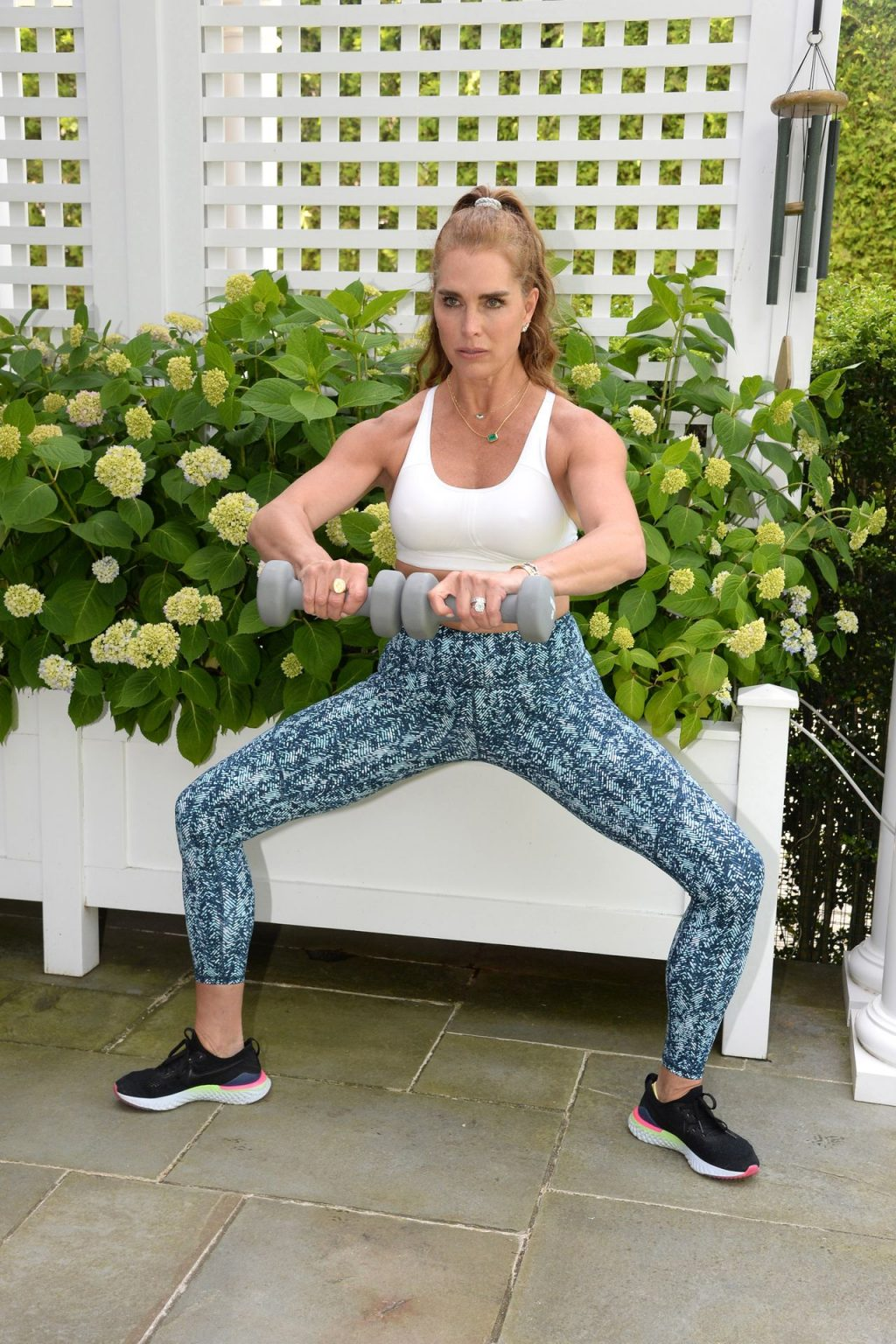 Sexy Brooke Shields Works out Hard at Home (7 Photos)