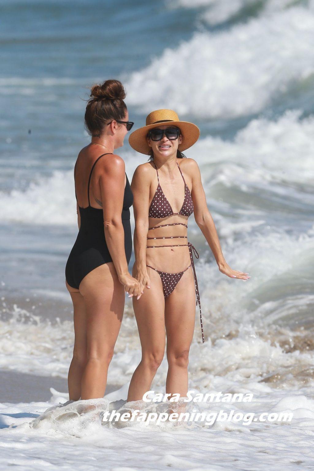 Cara Santana Enjoys a Day at the Beach with Friends in Malibu (98 Photos)