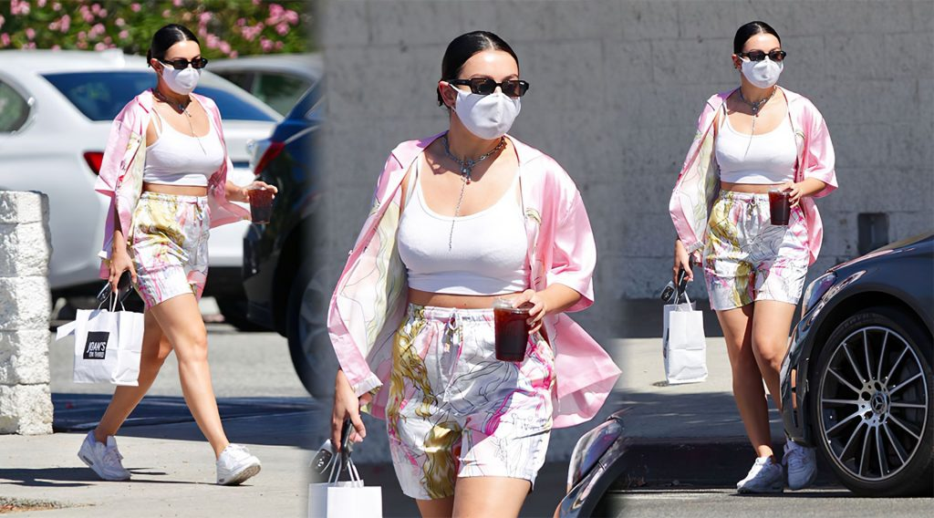 Charli XCX Steps Out to Pick Up Some Lunch to Go (13 Photos)
