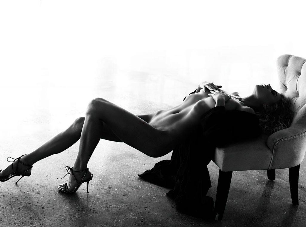 Charlotte McKinney Nude (6 Photos)