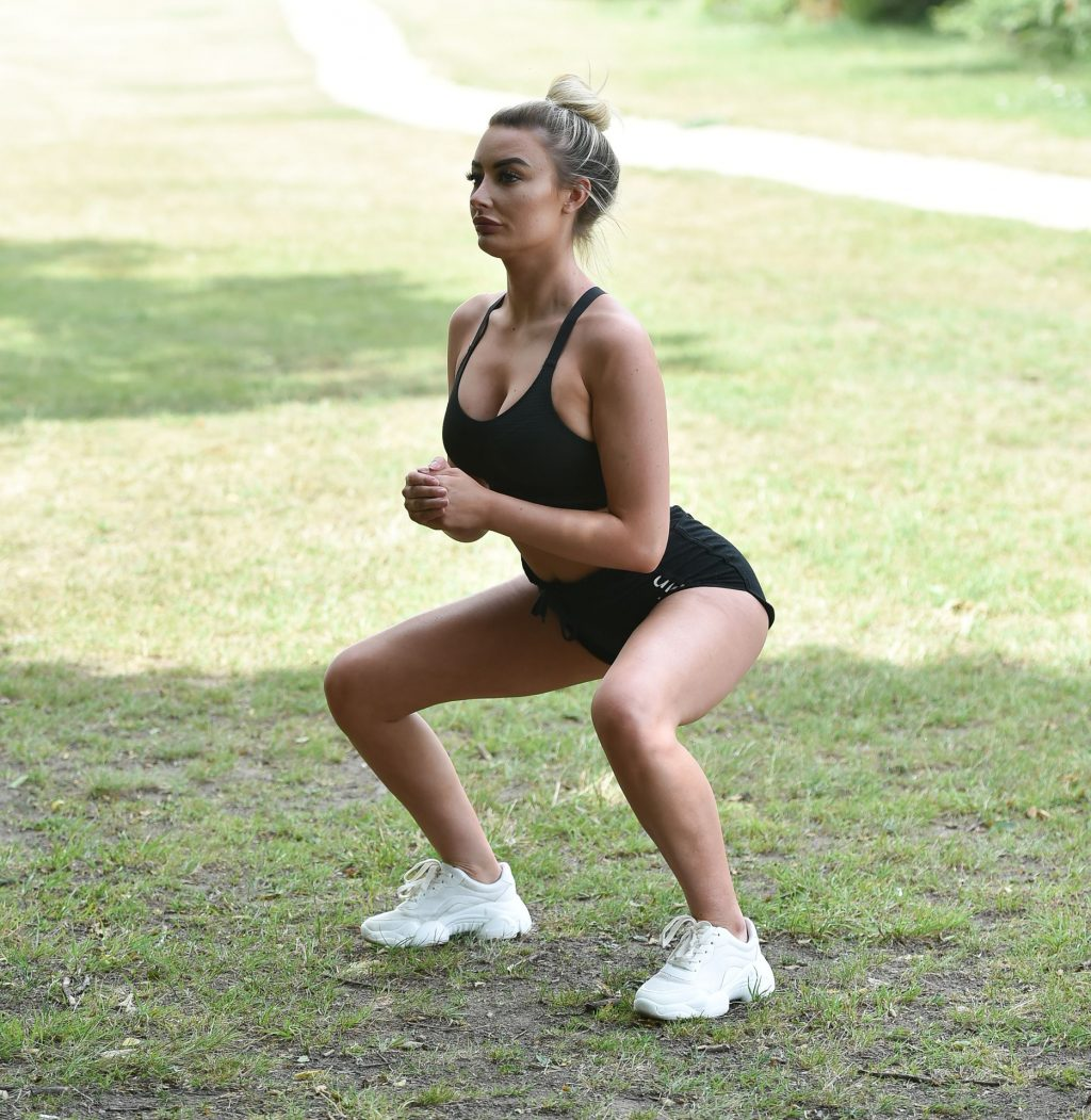 Chloe Crowhurst Is Seen Doing Her Sexy Morning Workout (25 Photos)