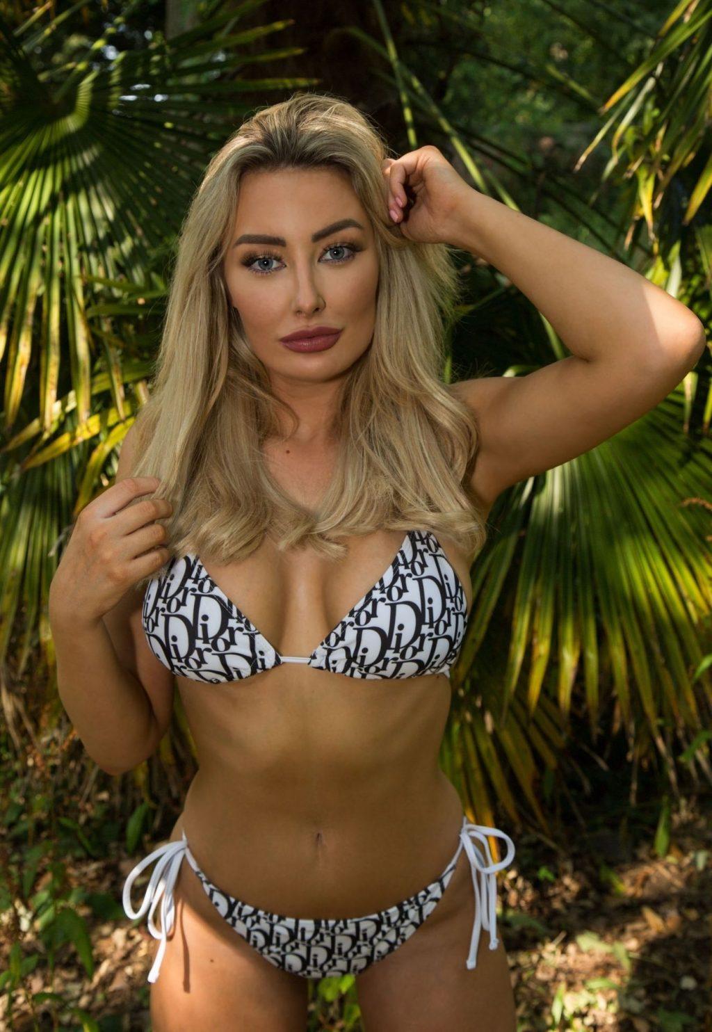 Sexy Chloe Crowhurst Stuns on a Bikini Photoshoot (6 Photos)