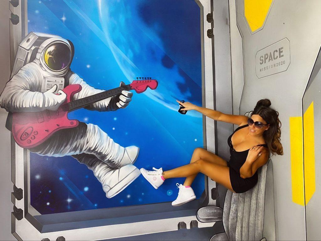 Claudia Romani Visits the Museum of Illusions in Miami Beach (22 Photos)
