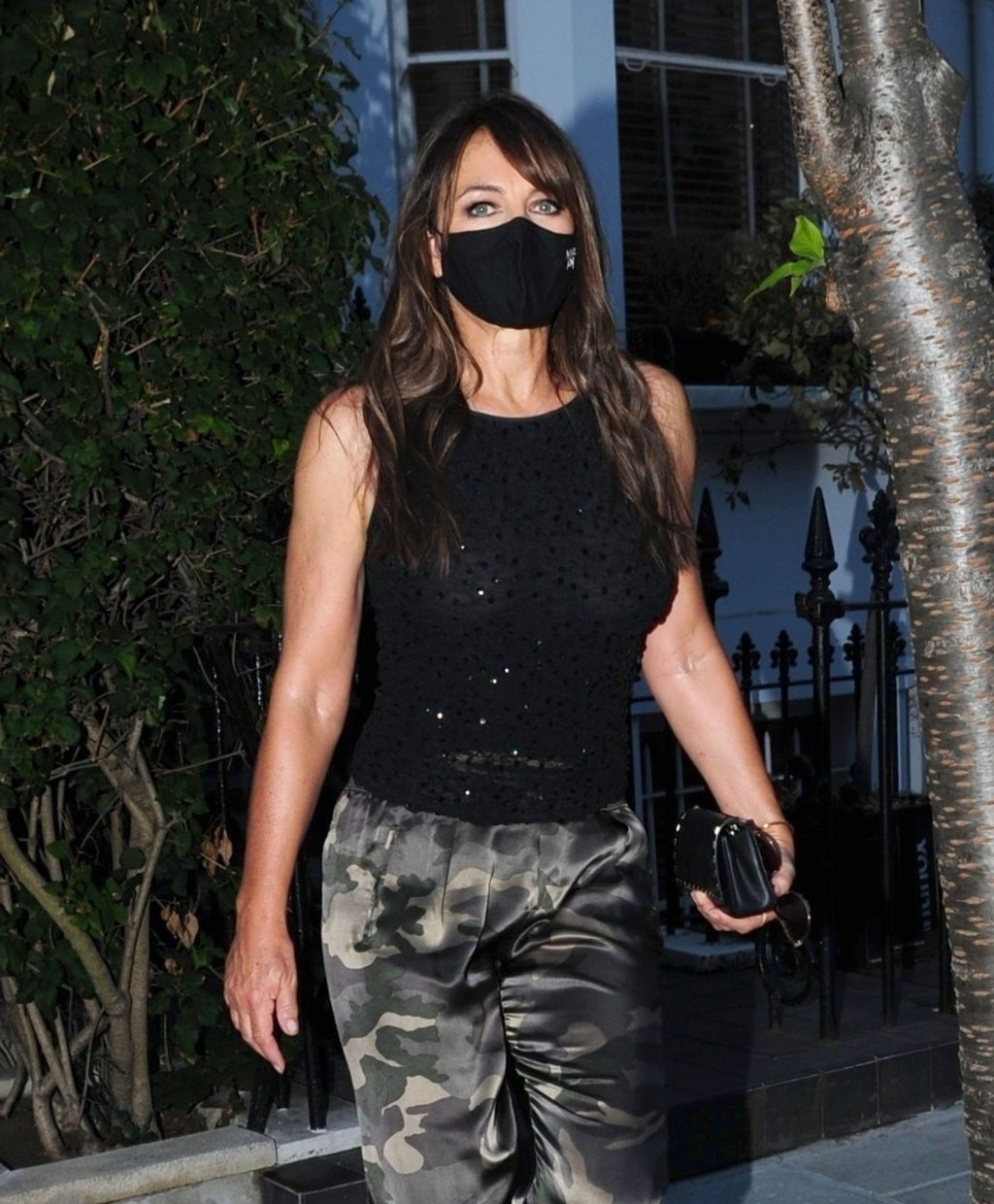 Elizabeth Hurley Steps Out of Her Home Wearing Her Protective Face Mask (23 Photos)