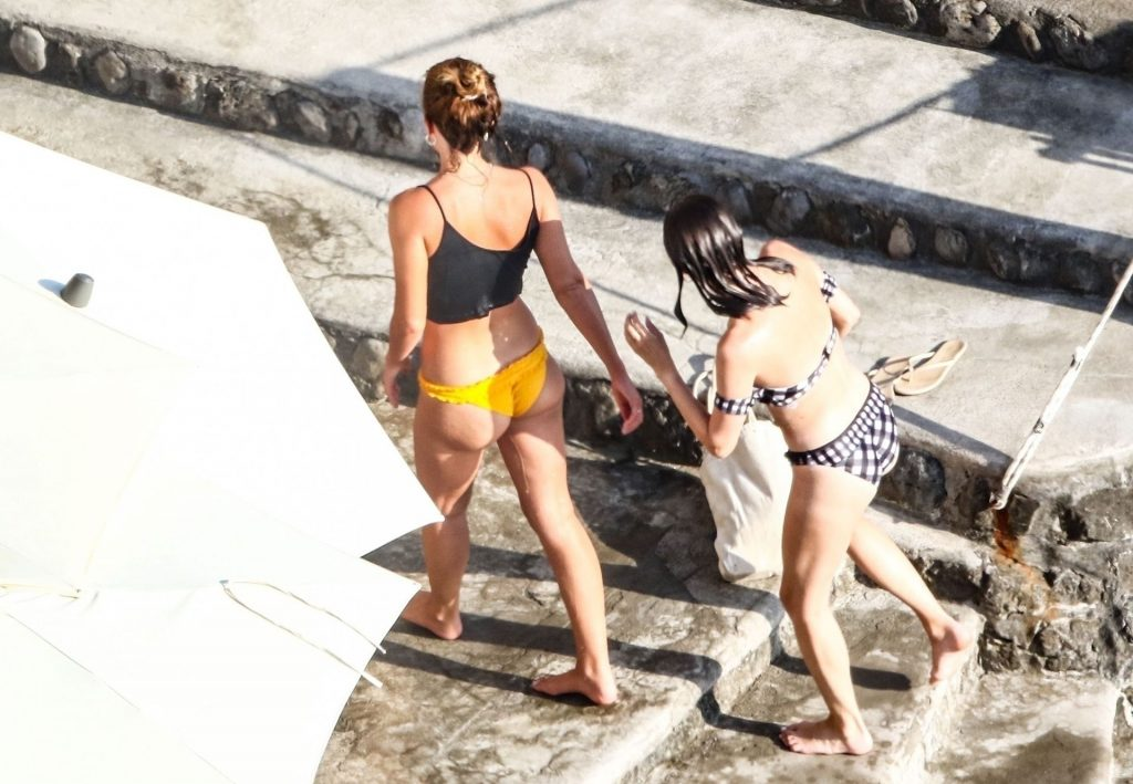 Emma Watson Shows Off Her Perfect Butt on Her Holiday in Positano (75 Photos)