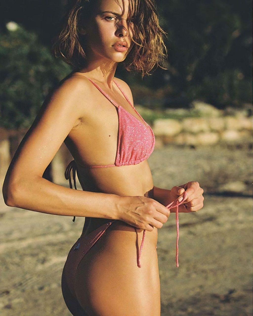 Georgia Fowler Shows Off Her Sexy Bikinis (18 Photos)