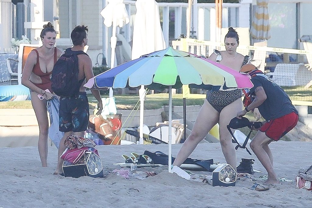 Ireland Baldwin Chills Out at the Beach with Friends (88 Photos)