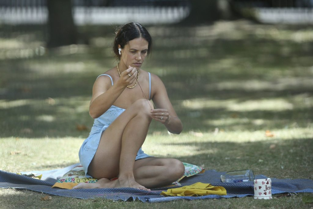 Harlots Actress Jessica Brown Findlay Gets Settled In a Park (43 Photos)