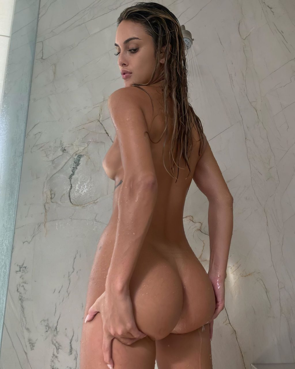 Julia Rose Shows Off Her Nude Tits and Butt (3 Photos)