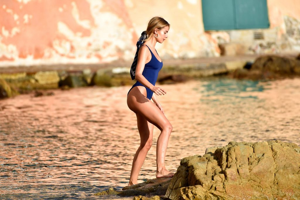 Kimberley Garner Poses in a New Photoshoot for Her Brand (20 Photos)