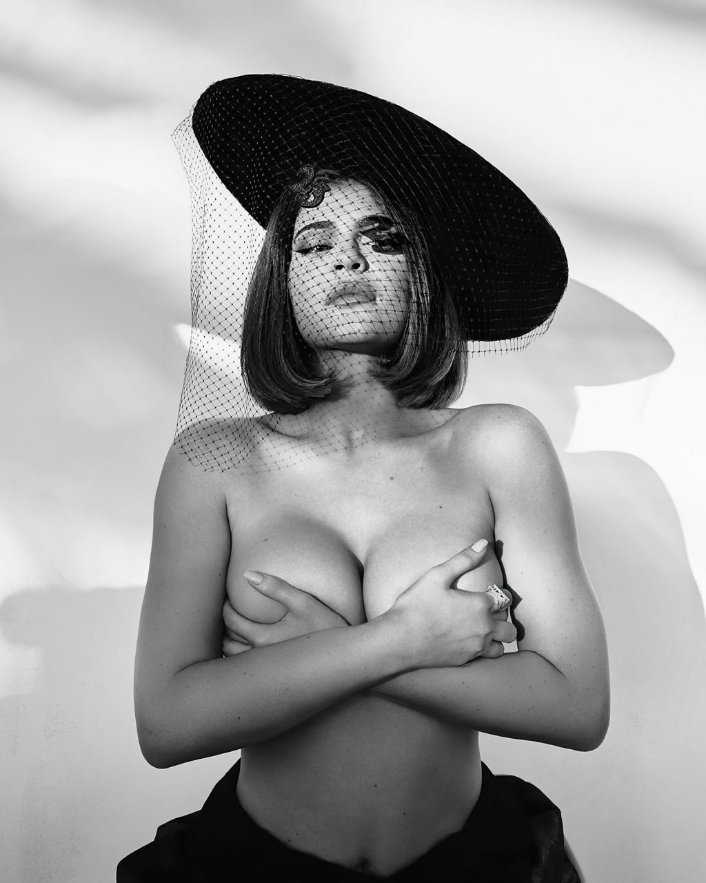 Kylie Jenner Hot (2 New Photos)