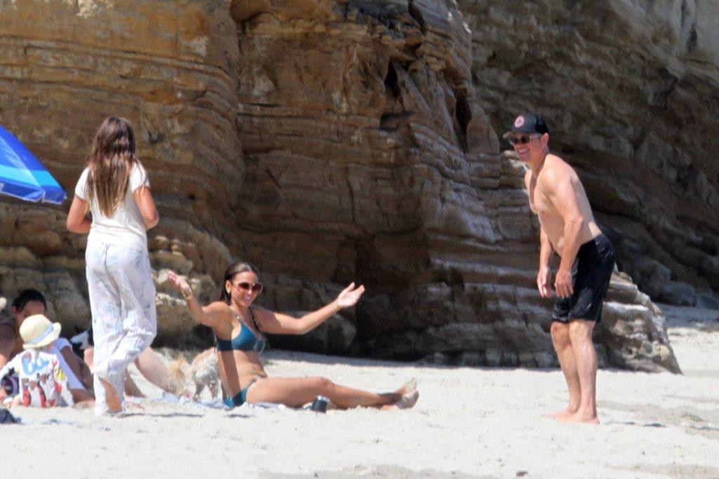Matt Damon & Luciana Barroso Enjoy a Day at the Beach (29 Photos)