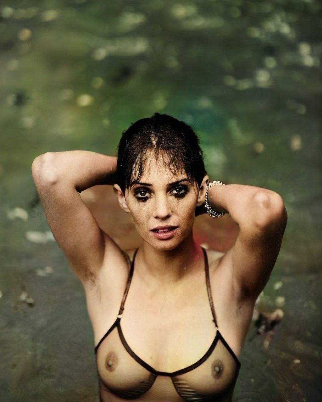 Maya Hawke Shows Off Her Nude Tits (10 Photos)