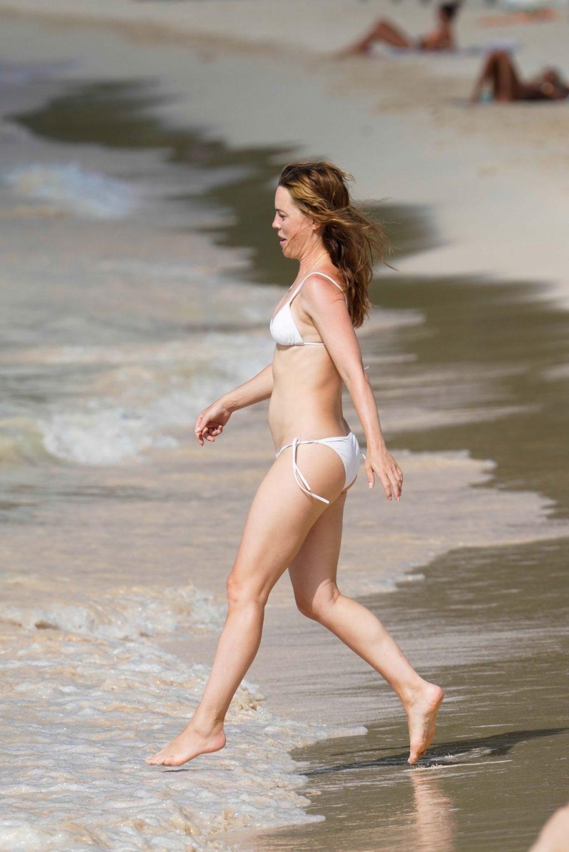 Melissa George Enjoys a Beach Day with Her Family (25 Photos)
