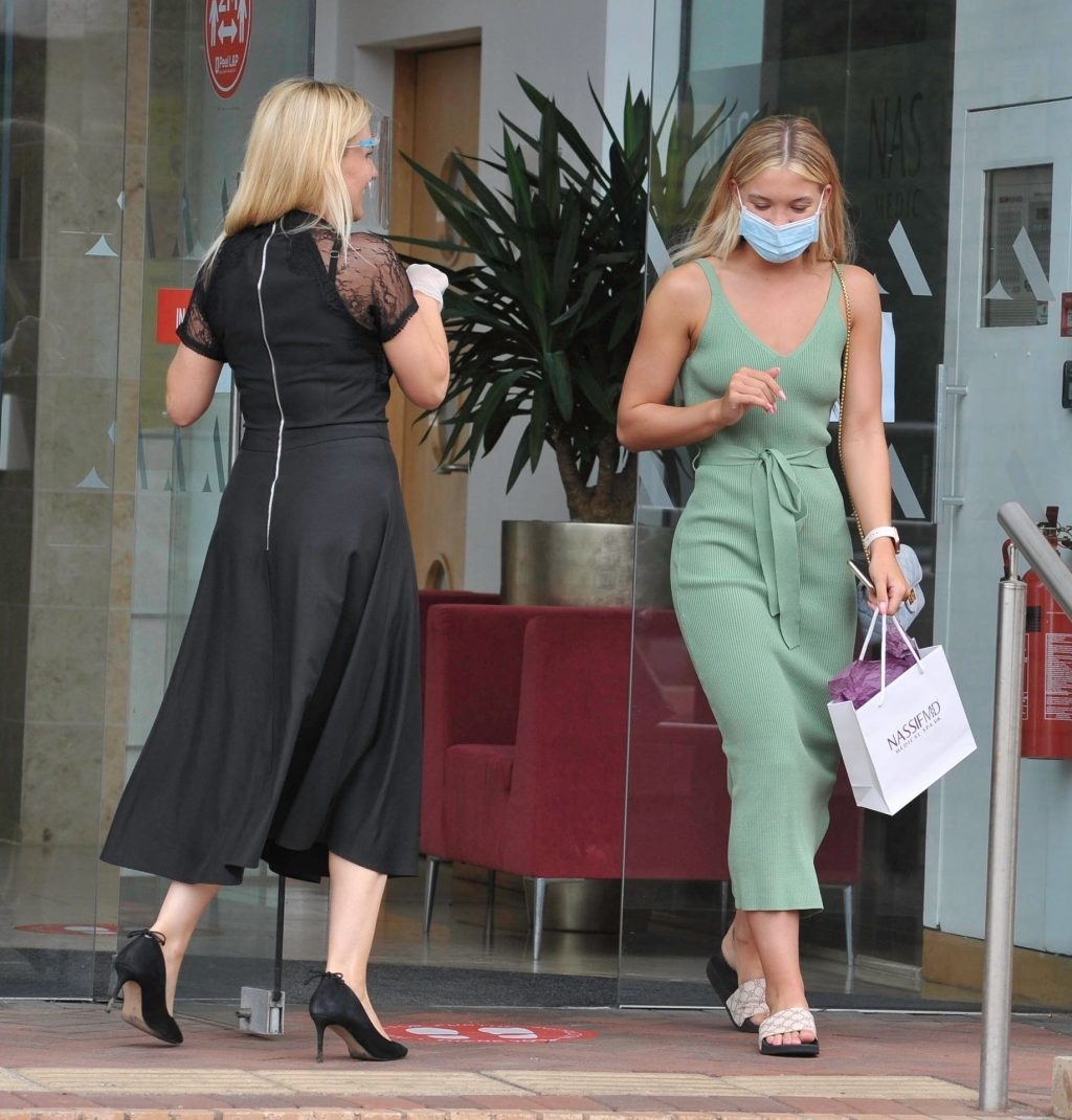 Sexy Molly Smith Goes Braless in Manchester (13 Photos)