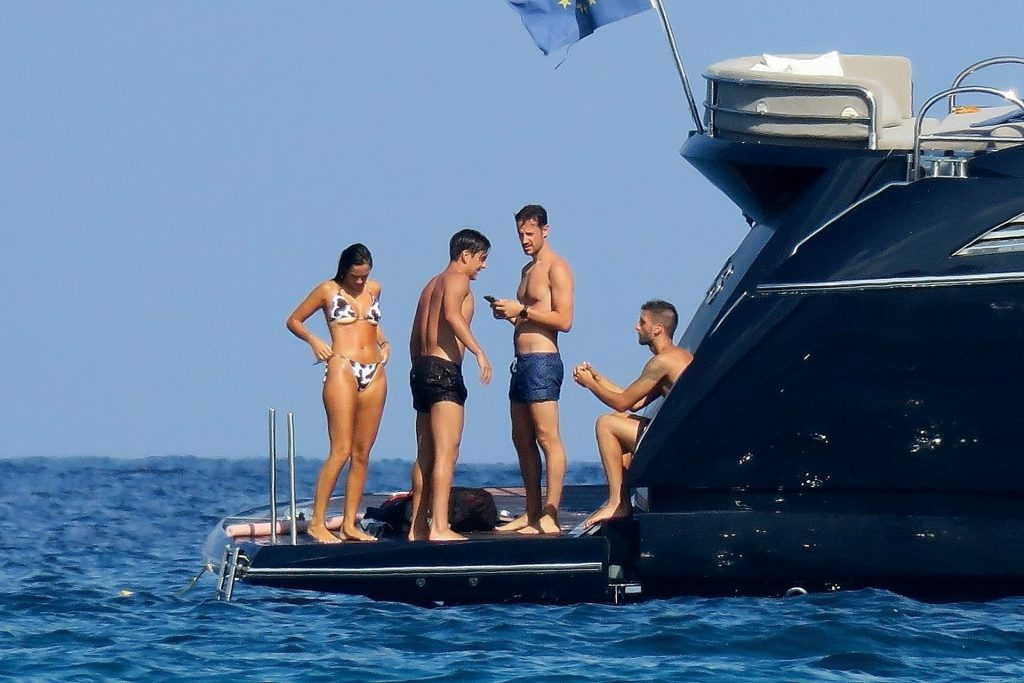 Paulo Dybala & Oriana Sabatini Enjoy Their Holiday in Formentera (45 Photos)