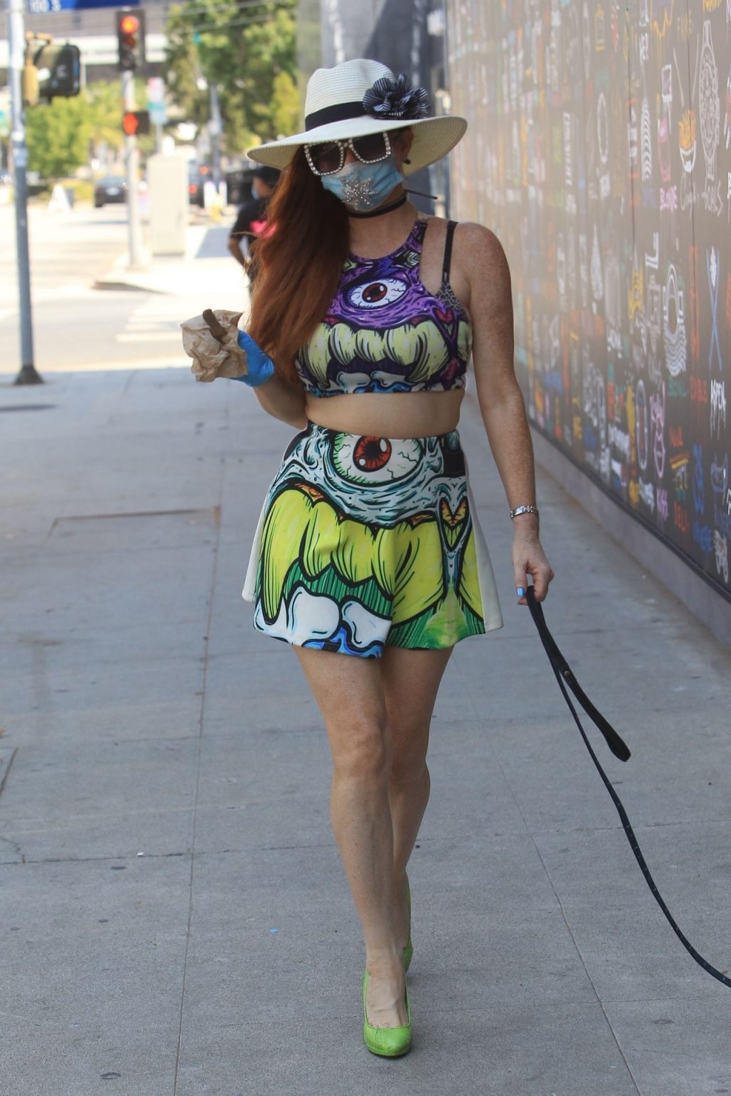 Phoebe Price Grabs a Snack at Pink's Hot Dogs (66 Photos)