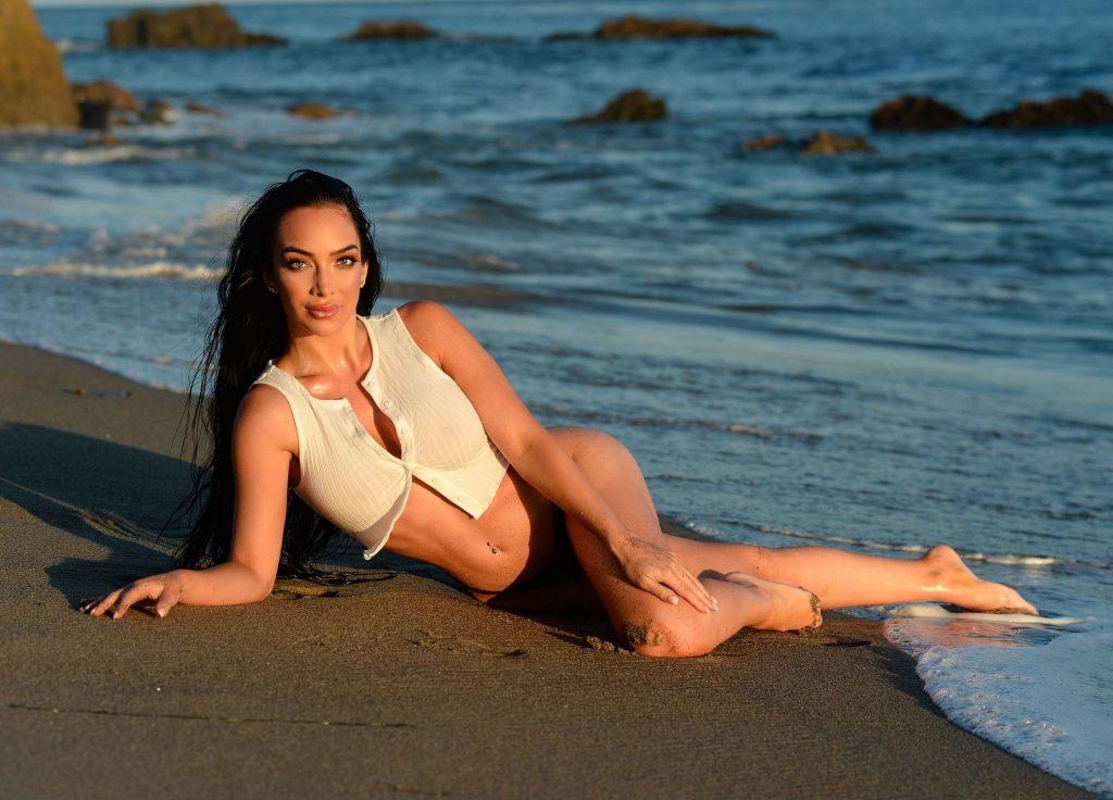 Shahira Barry Shows Off Her Hot Body on the Beach (20 Photos)